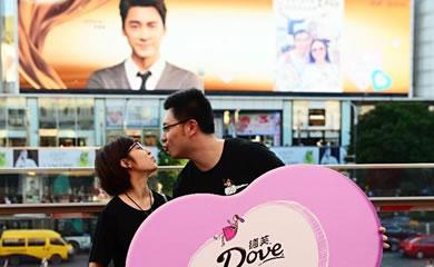 德芙巧克力广告由李易峰携手杨颖代言图片